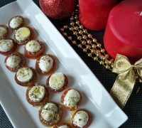 bocaditos-de-tomate-y-mozzarella-navidad