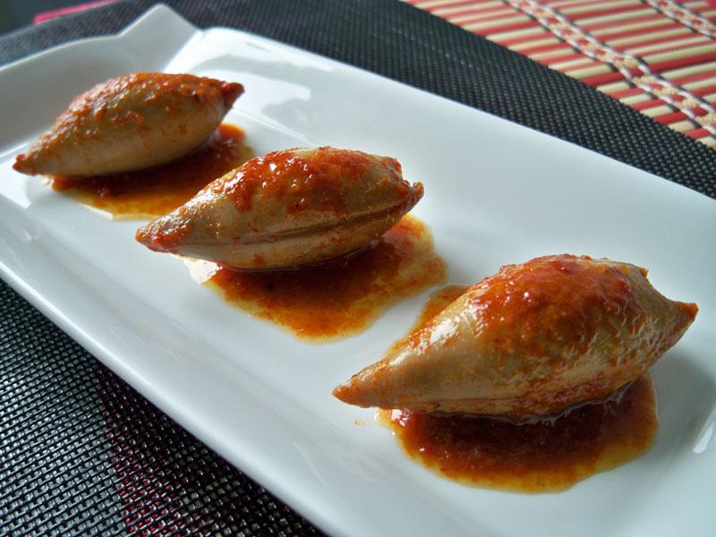 Calamares rellenos en salsa de pimiento rojo - Salsa para calamares rellenos ...